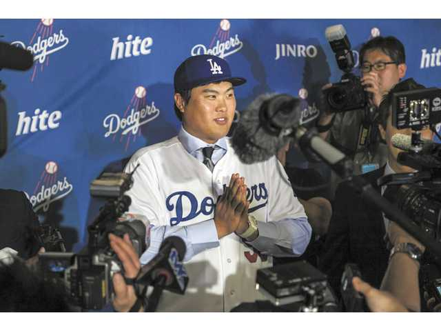 Dodgers add Greinke, introduce South Korea's Ryu