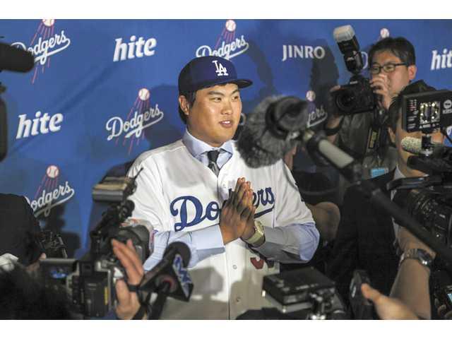 Dodgers add Greinke, introduce South Korea's Ryu