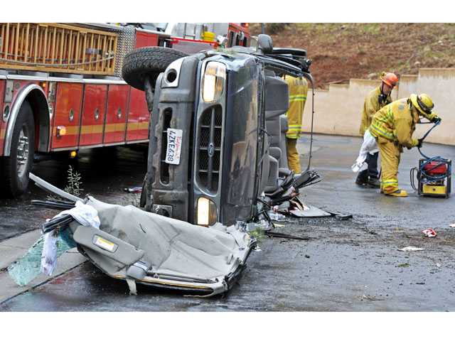 UPDATE: Rollover crash in Canyon Country leaves driver injured