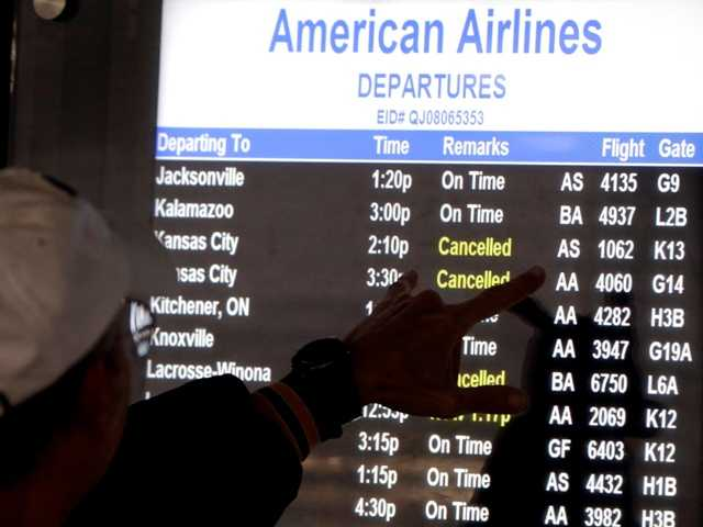 Airlines cancel hundreds of flights in Chicago