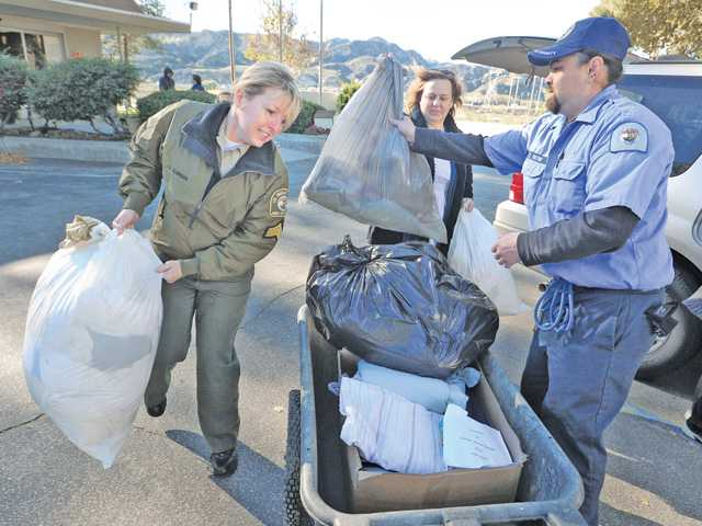 Church donates to animal shelter