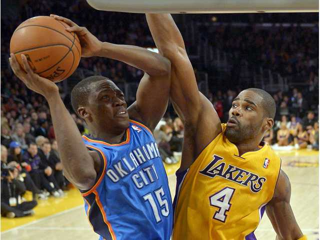 Durant, Thunder send Lakers to 6th straight loss