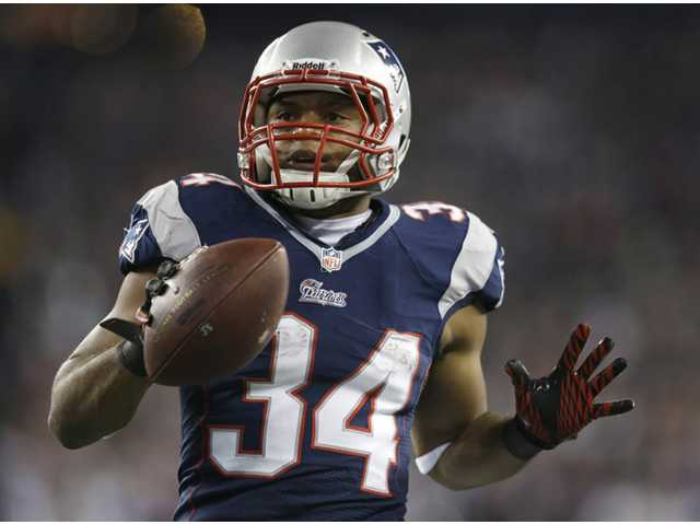 Vereen's 3 TDs boost Pats to AFC Championship