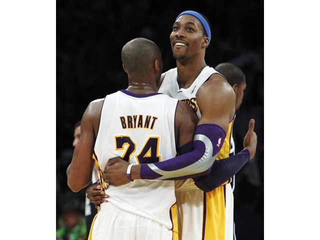 Kobe leads Lakers past Oklahoma City 105-96