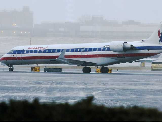 Flights resume at NYC airports after snowstorm