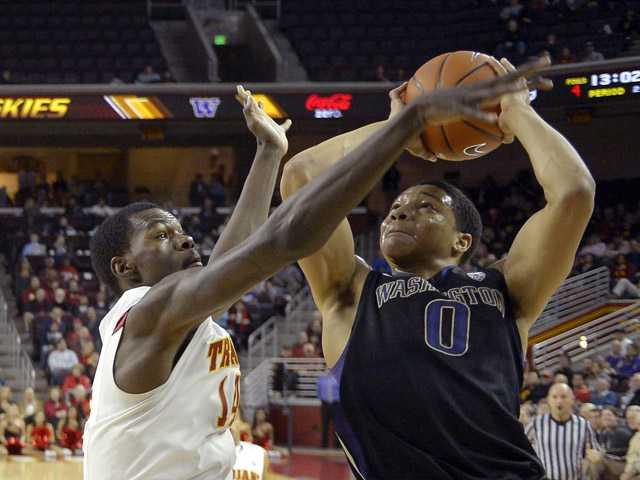 USC wins 3rd straight, beats Washington 71-60