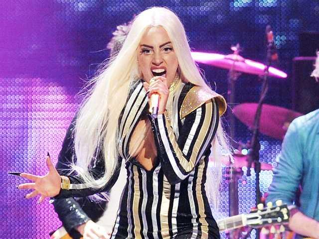 Lady Gaga unable to walk, postpones 4 shows