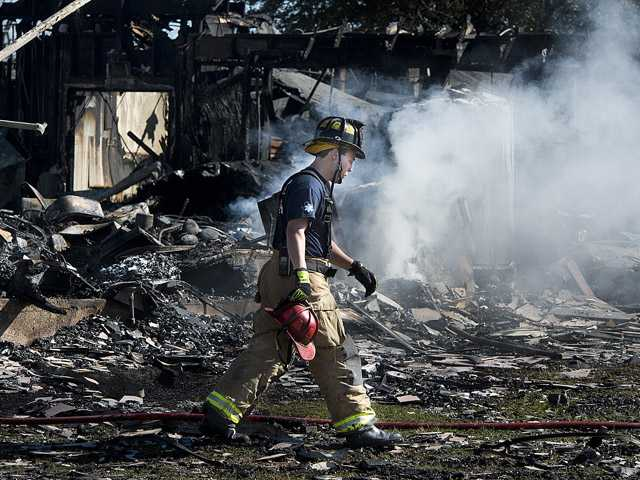 2 Texas firefighters stable after deadly blaze