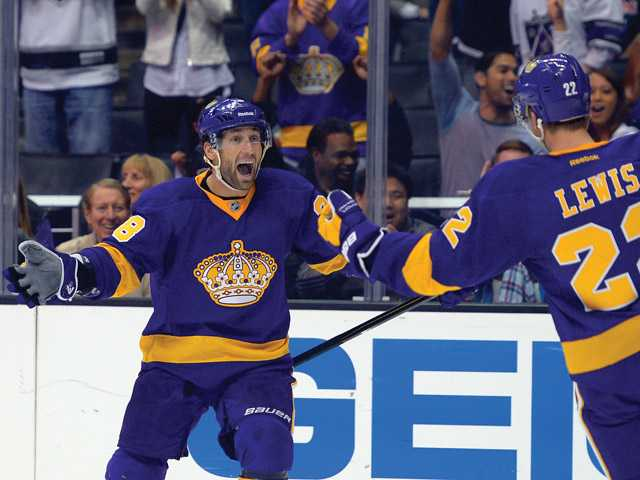 NHL: Kings pour it on Avalanche