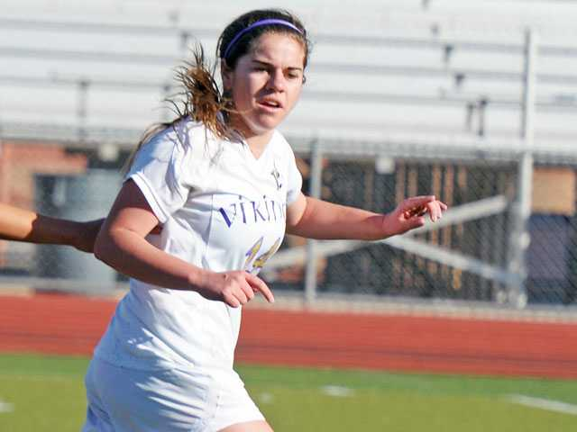 Prep girls soccer: Versatile Viking