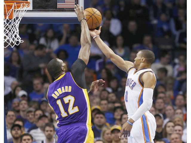 Thunder hold off Lakers' charge