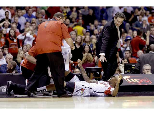 Louisville player suffers horrific leg injury