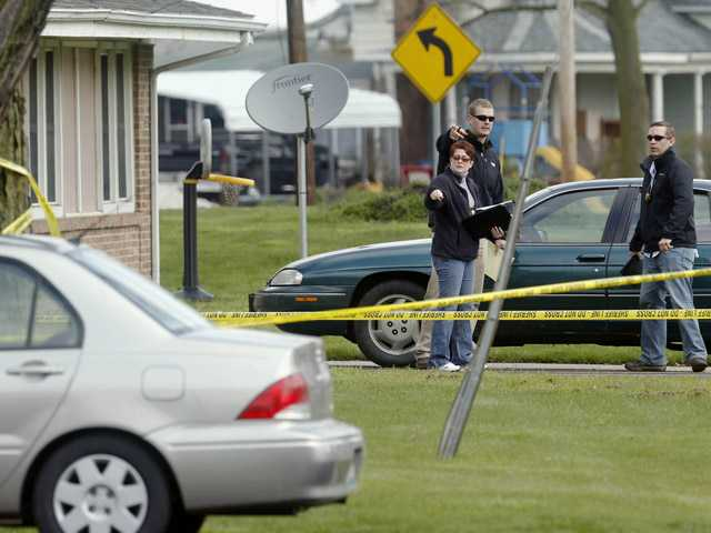 Two boys, 3 adults shot to death in Illinois town