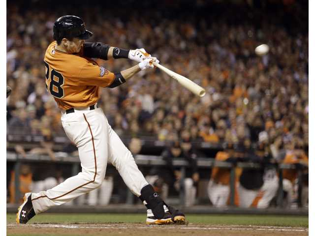 Posey&#39;s home run lifts Giants past Dodgers 2-1 