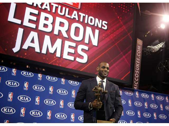 LeBron James wins MVP, 1 vote shy of unanimously 