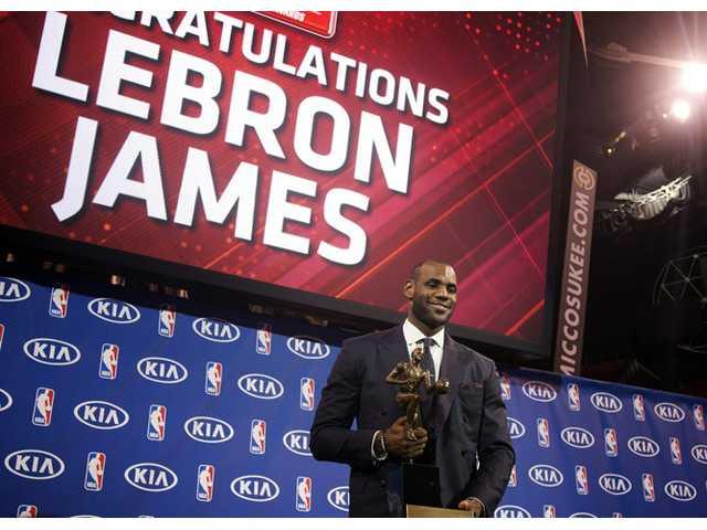LeBron James wins MVP, 1 vote shy of unanimously