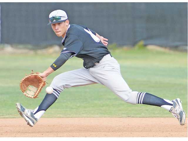 Valencia baseball keeps title hopes alive with win over Canyon