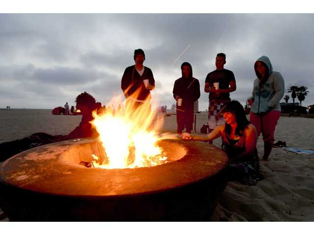 Tests show Calif beach bonfires hurt air quality