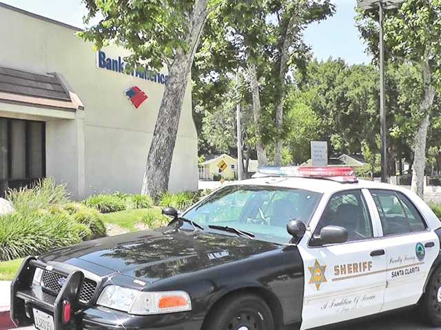 Man robs Newhall bank, suspect arrested in less than 15 minutes