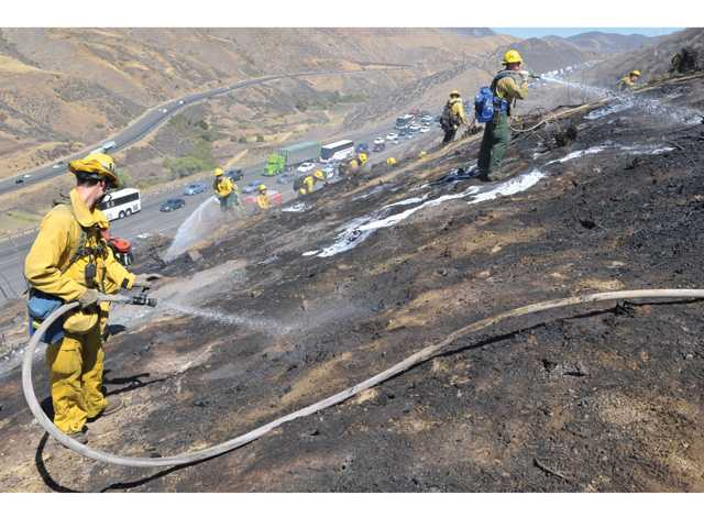 Small fire quickly extinguished in Castaic