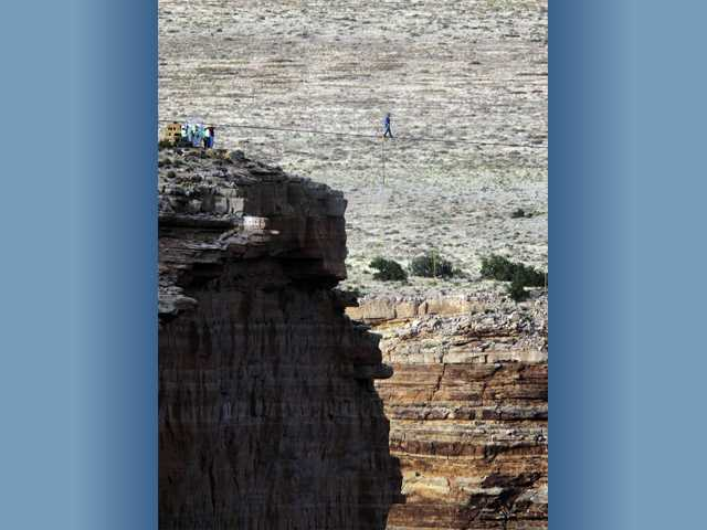 Man completes tightrope walk near Grand Canyon