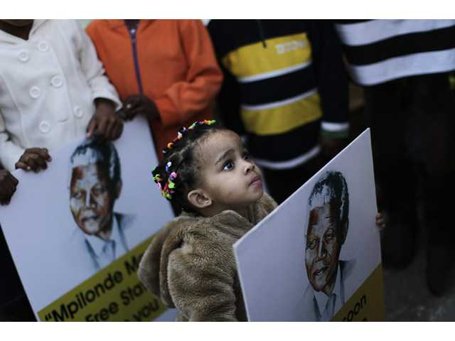 Millions worldwide share difficult Mandela vigil
