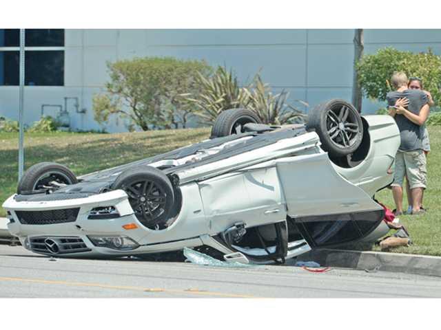 Mercedes overturns in Valencia, no one hurt