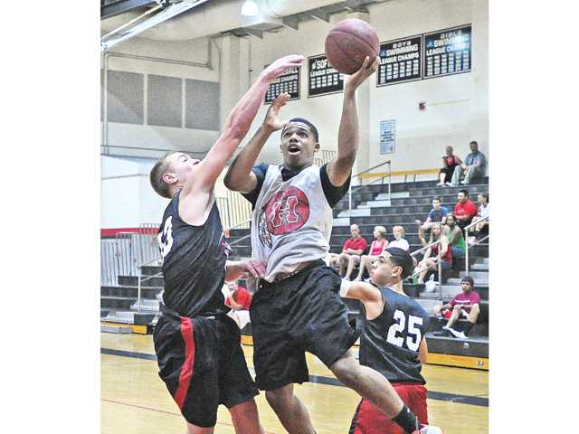 Hart basketball cruises at Hart Varsity Summer Games; Trinity falls to C.V.