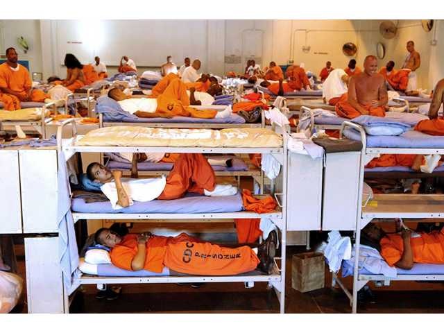 S. Court OKs early release plan for Calif. inmates