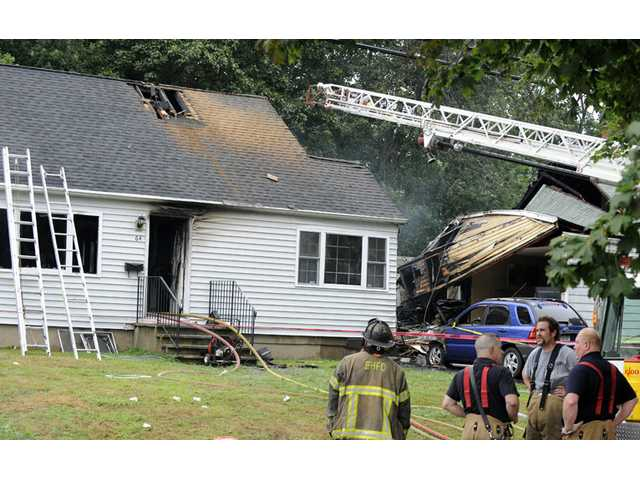 Plane crashes into Conn. homes