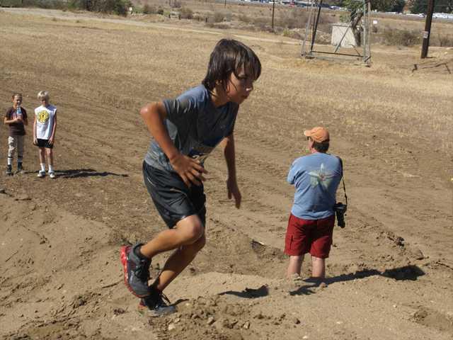 Hundreds slog through SEB Mud Run in Castaic