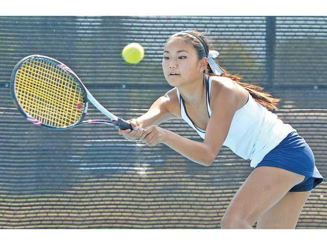 Some preleague confidence for Saugus girls tennis