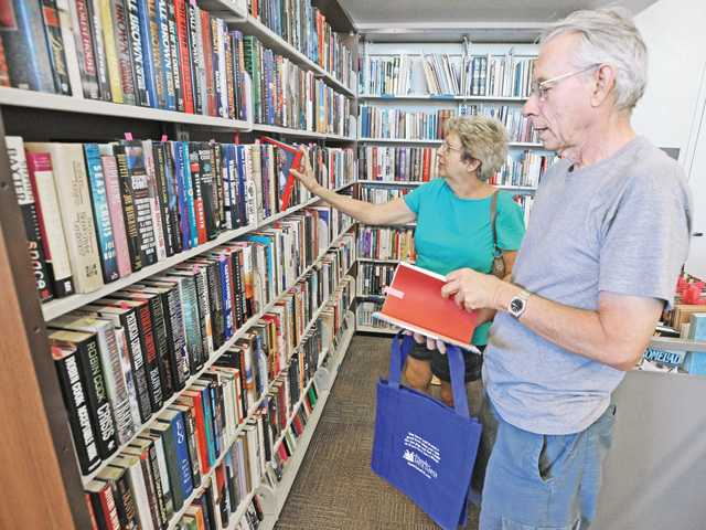 Friends of the Santa Clarita Public Library hold book bag sale