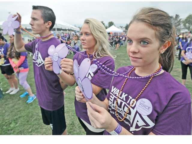 Alzheimer's Walk in Santa Clarita attracts hundreds