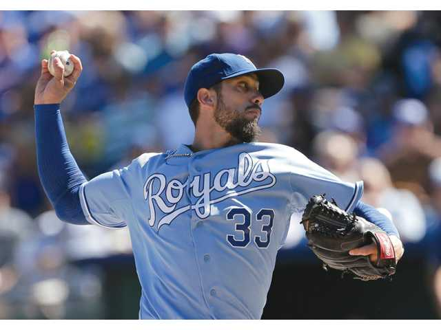 Shields goes 8 innings, Royals win