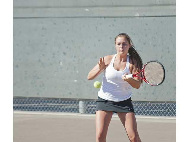 Vikings tennis sails past Golden Valley