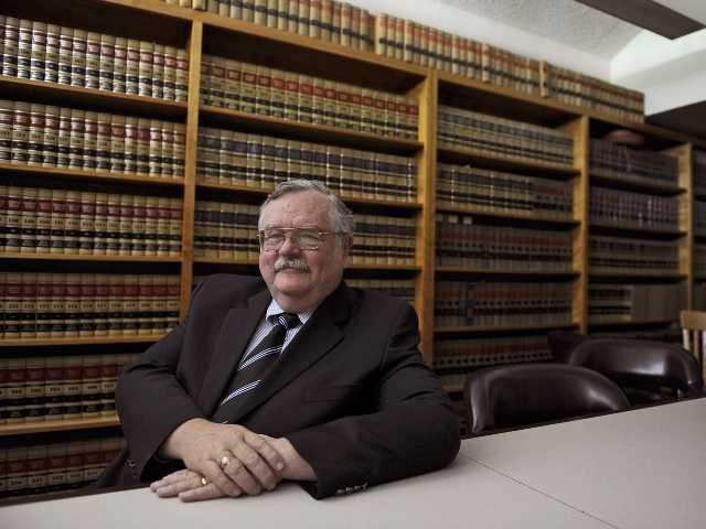 Calif. DA investigated in arson will retire
