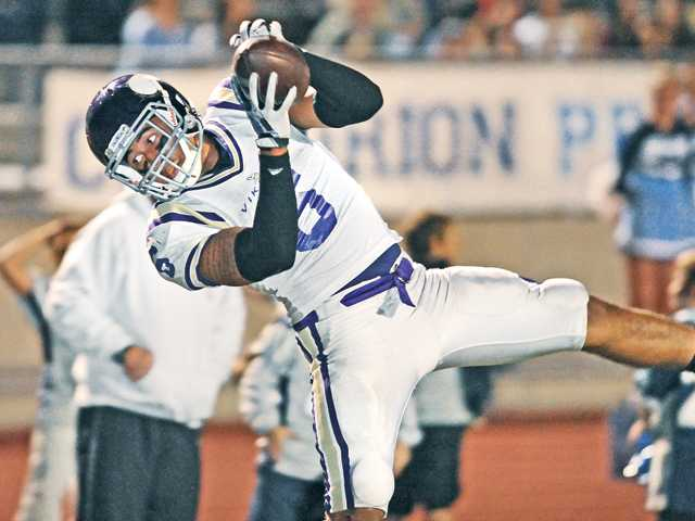 Valencia surges late on Saugus