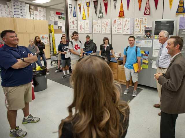 State senator tours SCV schools