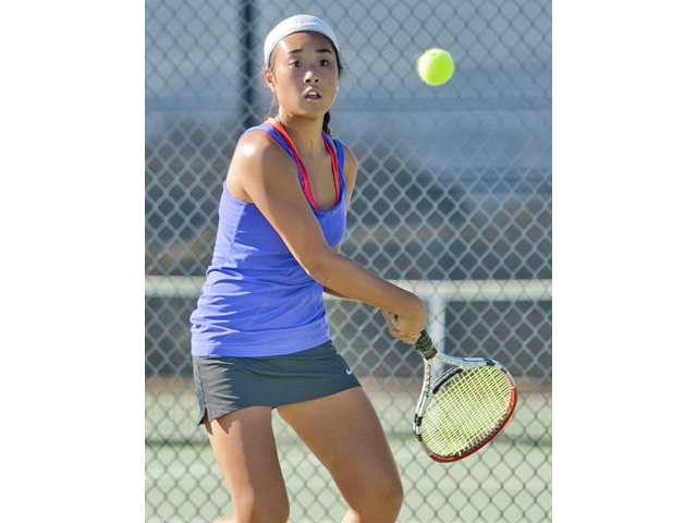 Foothill tennis roundup: Valencia, Saugus win in make-up matches