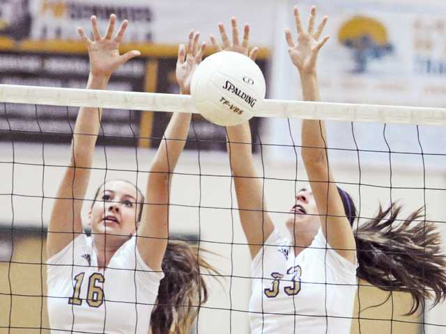 Foothill v-ball roundup: Vikings won't budge