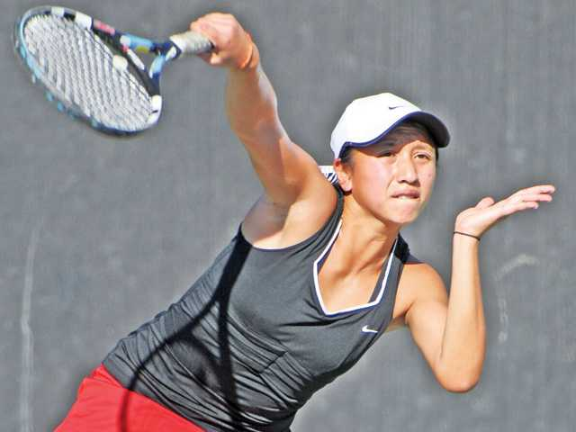 Proyfon Lohaphaisan wins Foothill singles title
