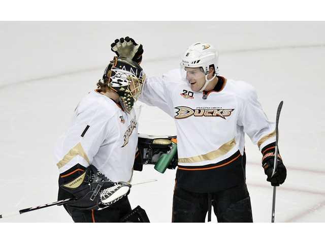 Ducks beat Blackhawks in shootout