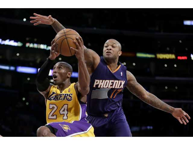 Bryant scores 20 in Lakers loss