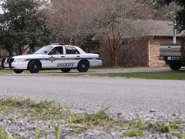 Police: 4 dead after La. shootings, 3 injured