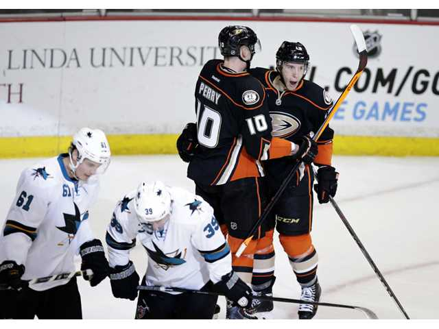 Ducks rout Sharks for 11th win in 12 games