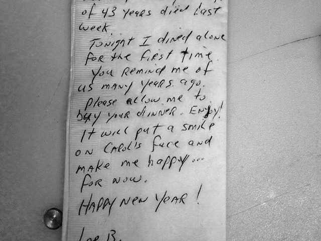 Man pays bill for couple in remembrance of his late wife