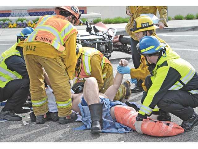 Ventura County deputy injured in Valencia collision