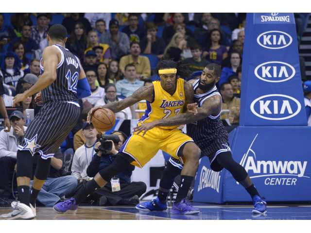 Lakers fall to Harris, Magic