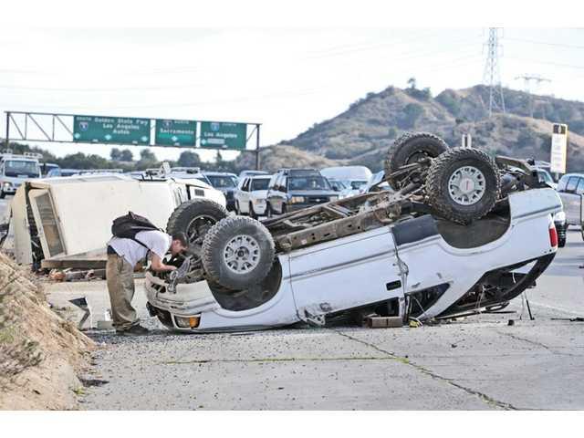 Crash closes lane on Highway 14
